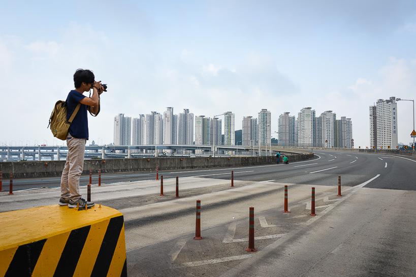 Empty Gwangan Bridge Photographer Storming the Bridge: Busan Hosts Koreas Greatest Race
