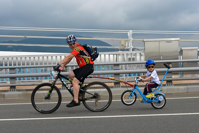 Gwangan Bridge Race father son bike Storming the Bridge: Busan Hosts Koreas Greatest Race